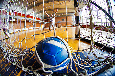 ハンドボールの一対一のコツを攻守に分けて解説!|ハンドボール