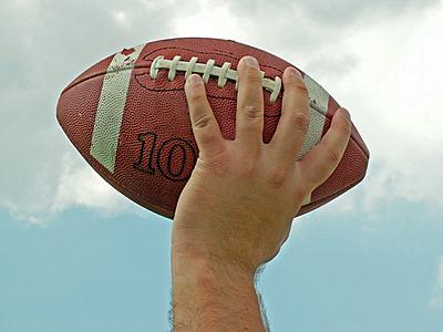 神頼みの奇跡のパス!ヘイルメリーパスについ...|アメリカンフットボール