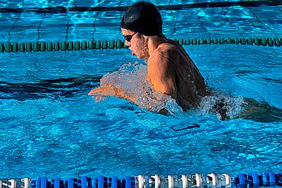 平泳ぎを泳ぐためのコツを紹介!上手に泳ぐた...|水泳