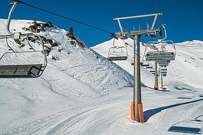 初心者必見!スノーボードでリフトの降り方を紹介!|スノーボード