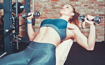 大胸筋を鍛えて憧れの胸板を!効果的な7つの...|筋トレ