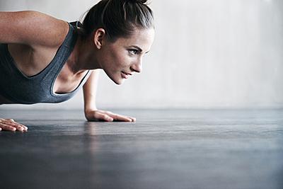 腕立て伏せの効率をあげる呼吸方法を徹底解説!|筋トレ