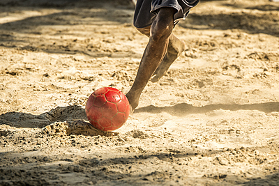 ビーチサッカーボールの特徴とおすすめ5選を紹介! ビーチサッカー