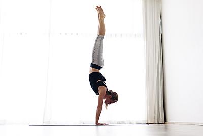 初心者の壁!倒立の効果的な練習方法と4つの...|器械体操