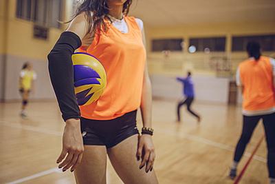 バレーボールにおけるサーブのルールや種類を...|バレーボール