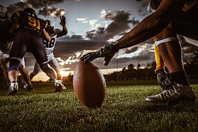 アメフトボールの投げ方を徹底解説【ラグビー...|アメリカンフットボール