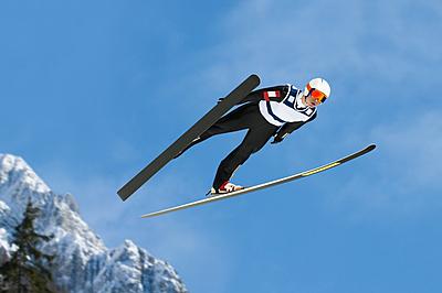 スキージャンプの種類と見所を紹介!動画付きで解説|スキー