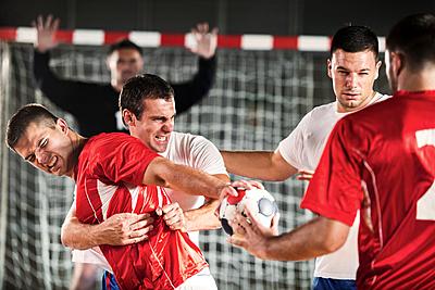 ハンドボールのディフェンスを徹底解説!|ハンドボール