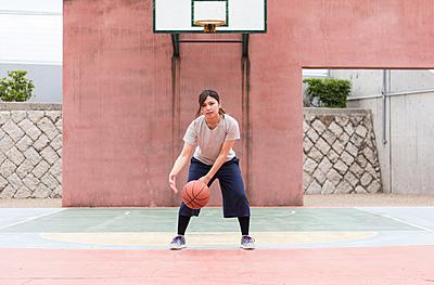 バスケのハンドリングの特徴や種類と練習方法...|バスケットボール