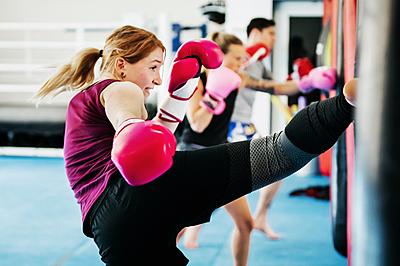 今話題のキックボクシングがダイエットに最...|キックボクシング