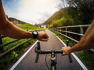 ロードバイクだけでなく日常生活でも便利!腕...|ロードバイク