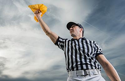 アメフトの5種類の罰則と適用される反則を解説!|アメリカンフットボール