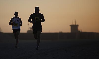マラソンを疲れずに効率よく走る方法|マラソン