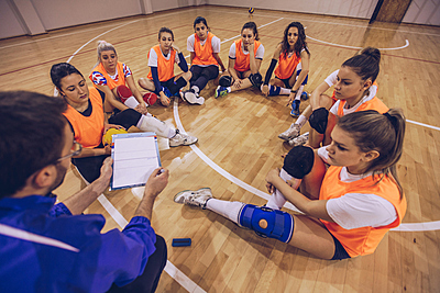 現代バスケットボールのオフェンス&ディフェ...|バスケットボール