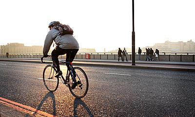 ロードバイクにおすすめの防寒グッズ最強19...|ロードバイク