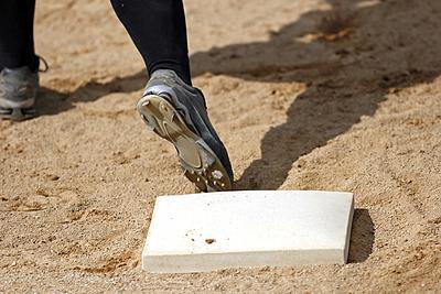 ソフトボールの盗塁の特徴とルールとは?【野...|ソフトボール