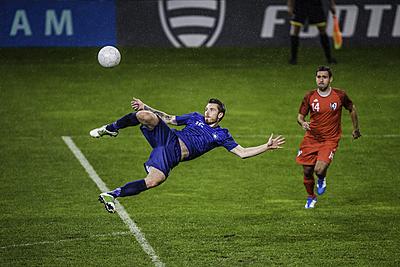 決まるボレーシュートのコツは打点・ボールの...|サッカー