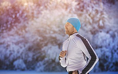 冬のランニングにおすすめの帽子を紹介!|ランニング
