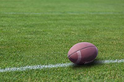 アメフトボールの大きさや長さなどの特徴を徹...|アメリカンフットボール