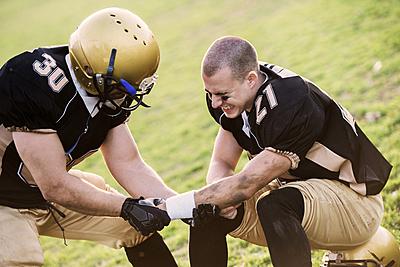 アメフトの怪我率とは?よくある怪我や怪我の...|アメリカンフットボール