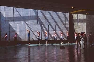 バレエの練習着はデザインだけでなく機能性も...|バレエ