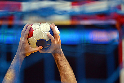 ハンドボールの速攻をポイント解説!|ハンドボール