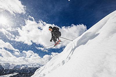 大きいサイズのスキーウェアに関する説明と人... スキー