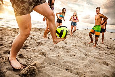 ビーチサッカーのルールやコートの大きさを徹... ビーチサッカー