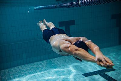 水泳のクイックターンのコツを紹介!絶対に注...|水泳