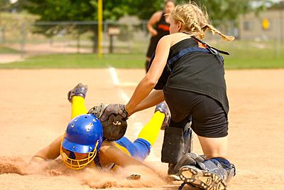 ソフトボールの守備の特徴や送球や捕球の上達...|ソフトボール