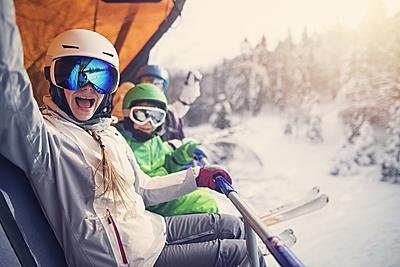 眼鏡つけながら着用可能なスキーゴーグルを紹... スキー