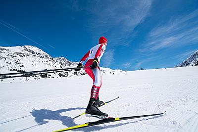クロスカントリースキーのトレーニングを徹底...|スキー