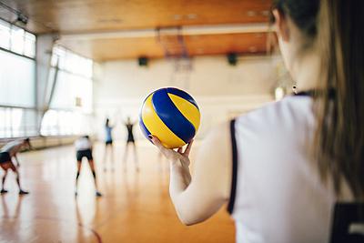 バレーボールにおけるタッチネットの定義|ど...|バレーボール