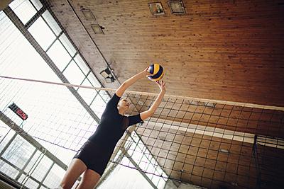 バレーボールのトスのコツは?練習方法やトス...|バレーボール