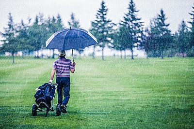 雨の日のゴルフでのレインキャップの必要性と...|ゴルフ