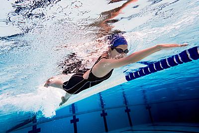 体幹を鍛えるメリットは?水泳に効果的な体幹...|水泳