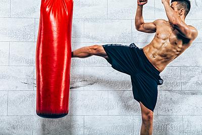 【自宅でもできる】キックボクシングのトレー...|キックボクシング