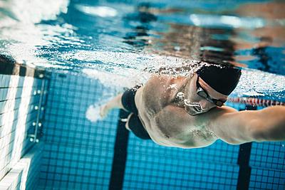 水泳のクロールを徹底解説!コツや消費カロリー、有名選手も紹介 | Sposhiru.com
